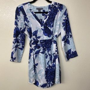 A pea in a pod blue floral top.